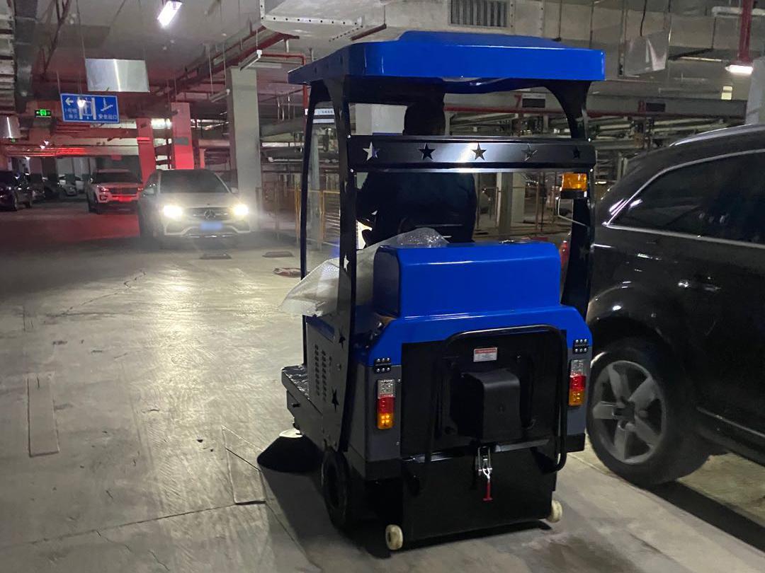 地下车库停车场使用宏雯驾驶扫地机