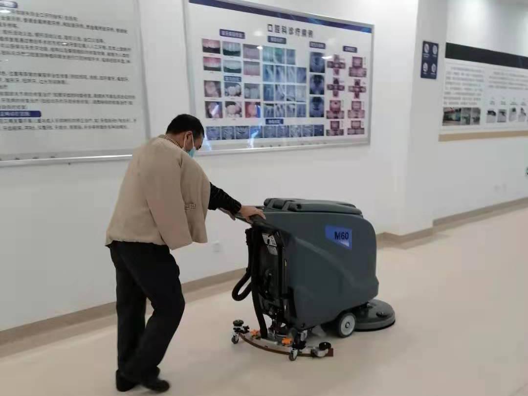 四川医院采购洗地机选择了成都宏雯公司