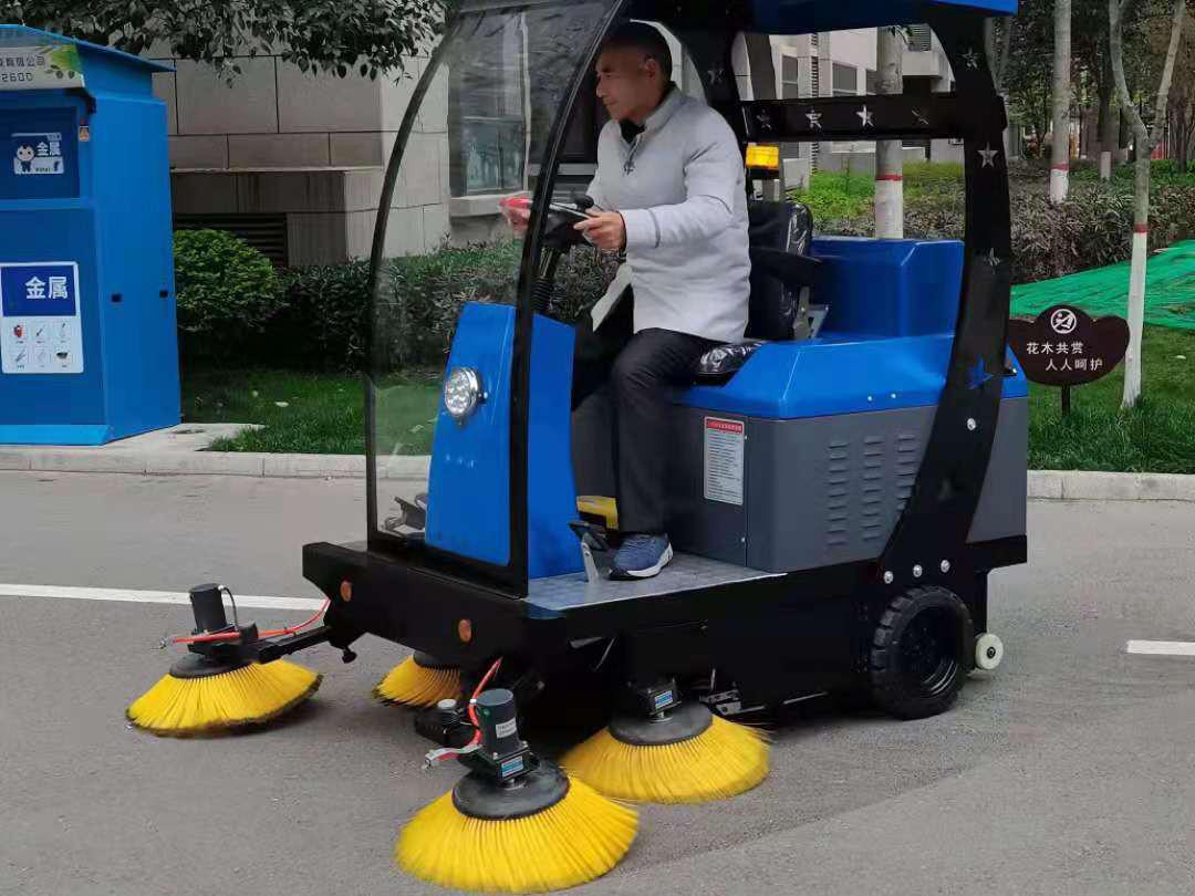 成都凯德卓锦万黛采购电动扫地车选择了宏雯公司