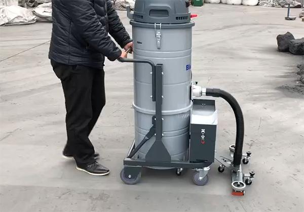 充电式工业用吸尘器在工厂中的应用