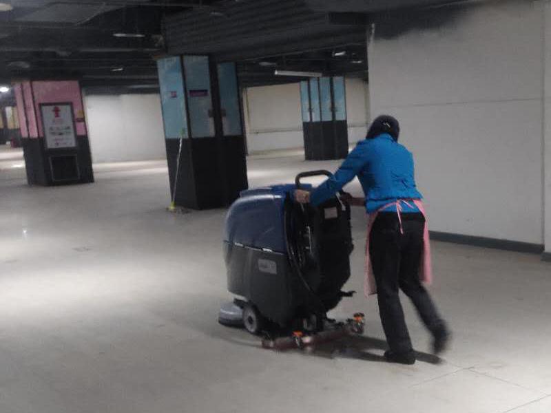 超市保洁洗地机