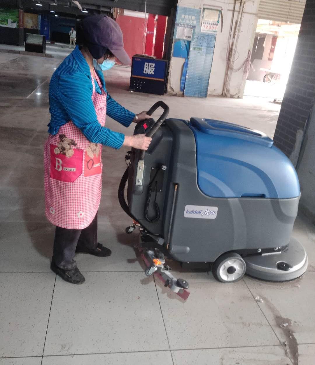全自动洗地机M70在超市使用