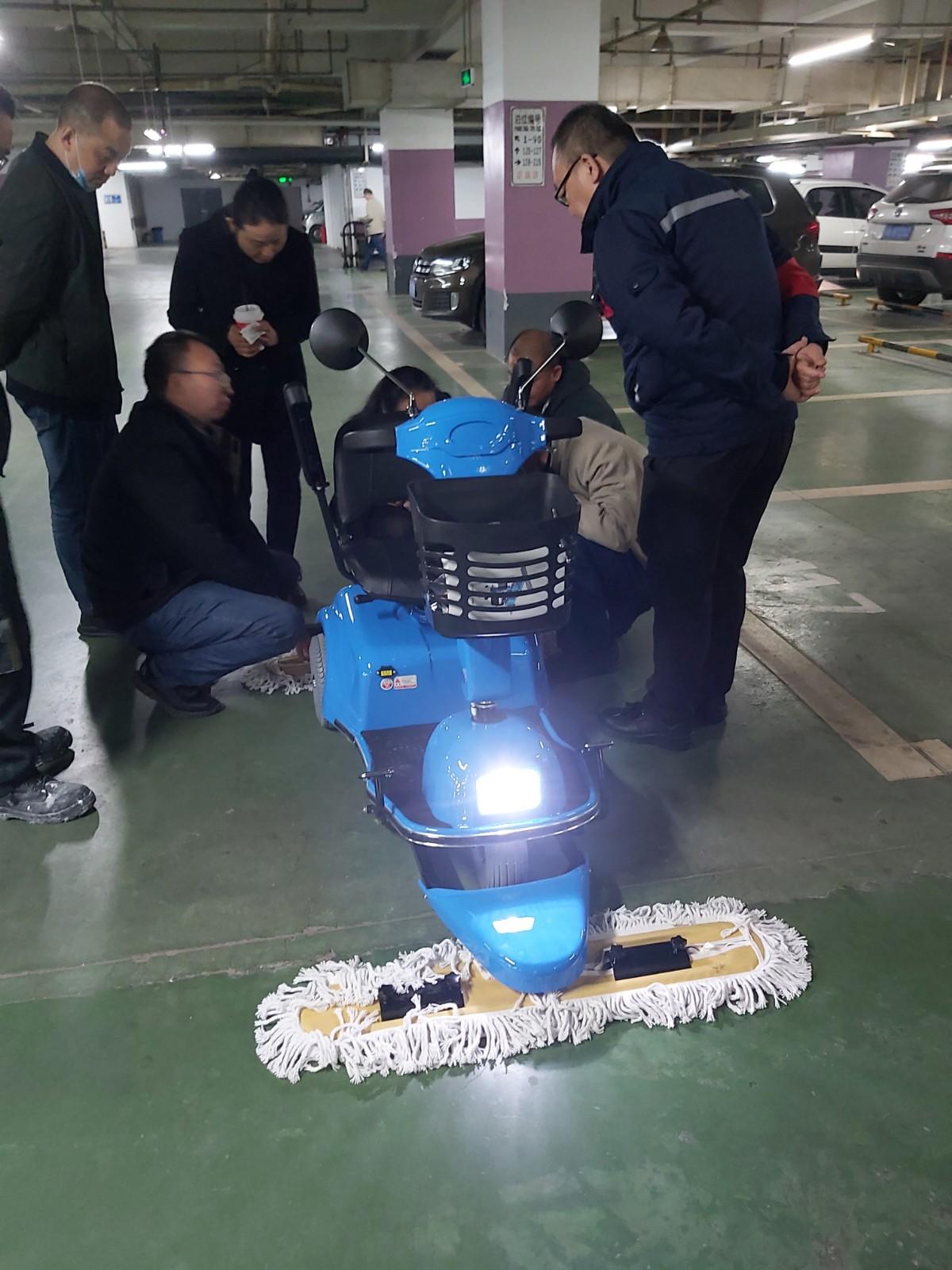电动驾驶尘推车培训