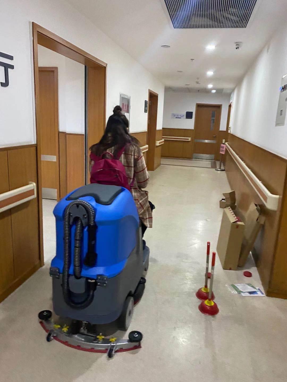 医院清洁用驾驶洗地机