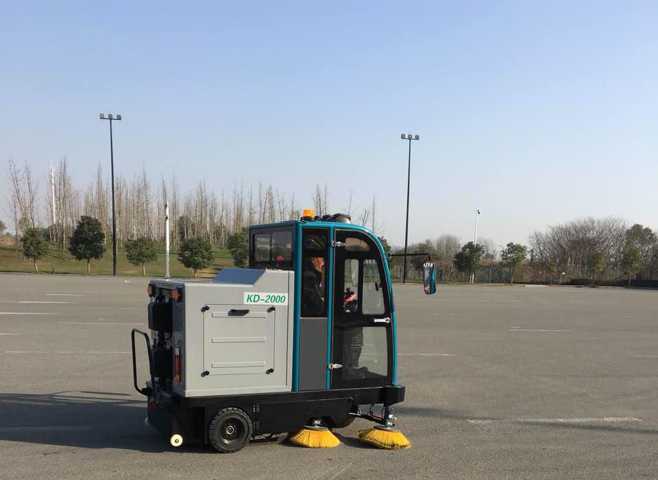 成都宏雯驾驶式扫地机KD-2000