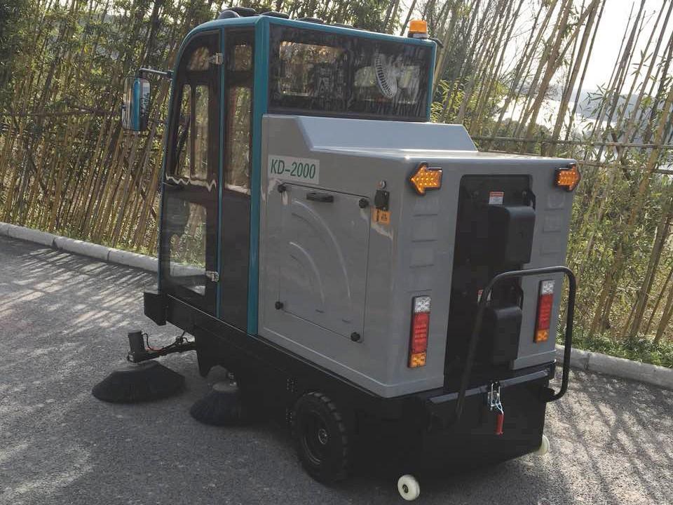公园景区道路卫生清洁使用电动驾驶扫地车