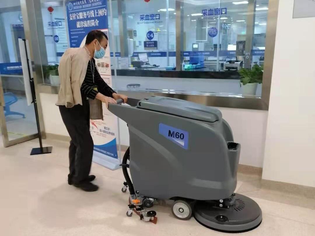 医院采购洗地机选择了成都宏雯公司