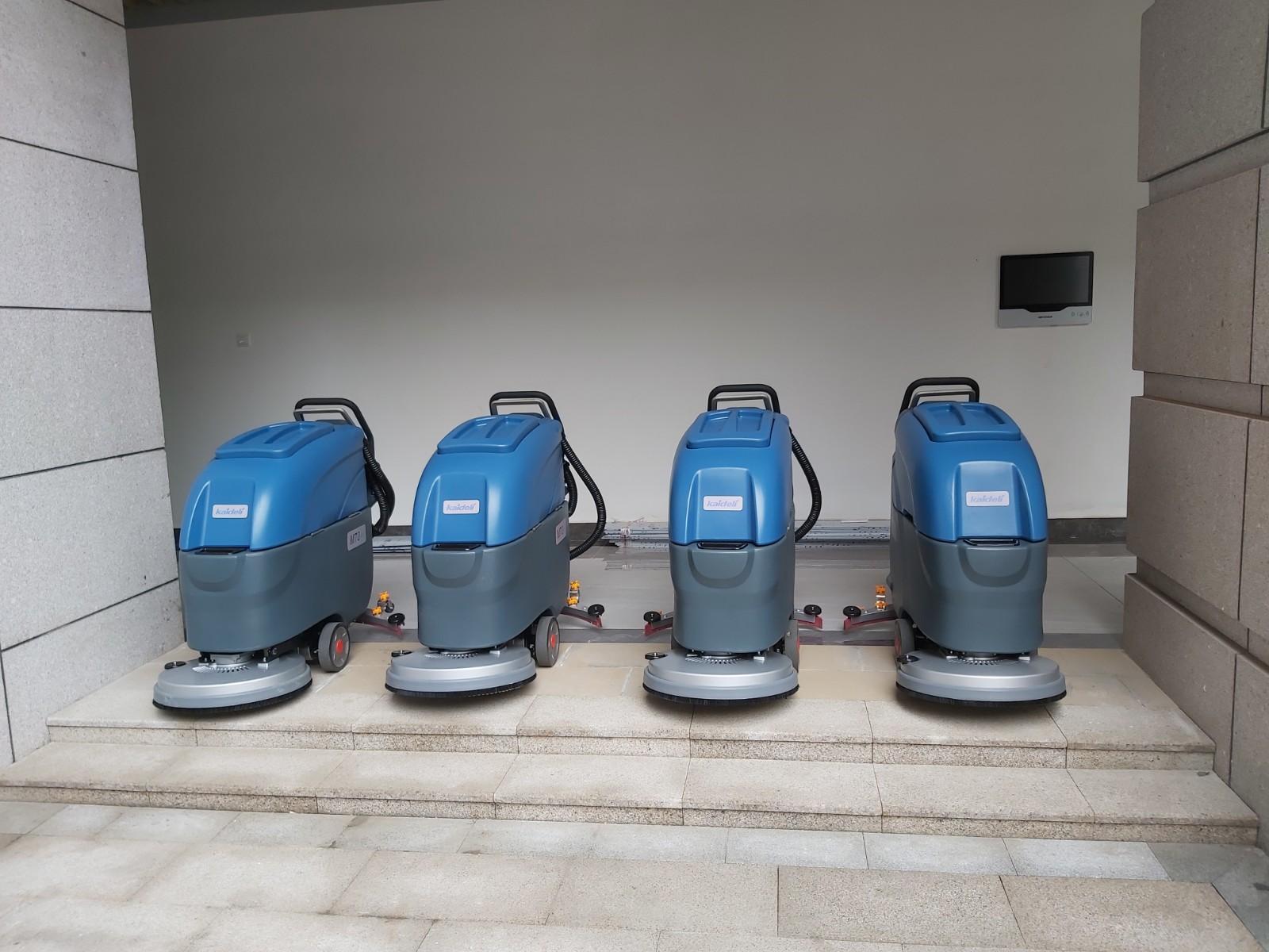 四川财经职业学院采购洗地机选择了成都宏雯公司