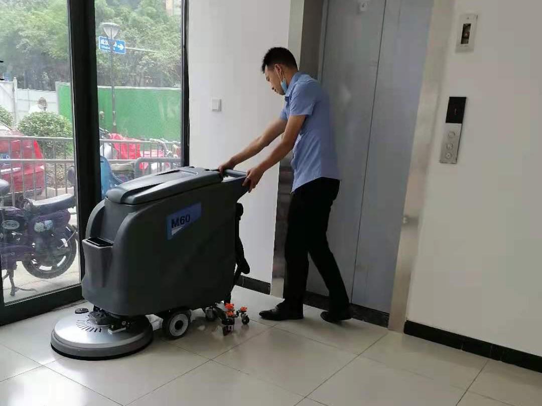 社区医院采购洗地机选择了成都宏雯公司